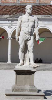 statua giustizia post